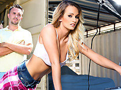 Rich housewife houston blows her waitor keiran lee, Txxx.com
